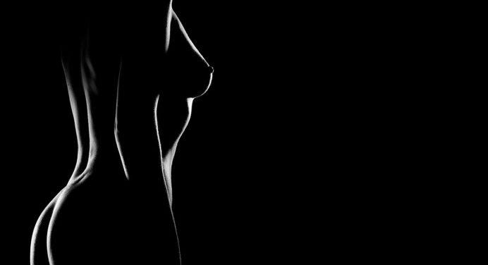Seins ou fesses: que préfèrent les hommes?