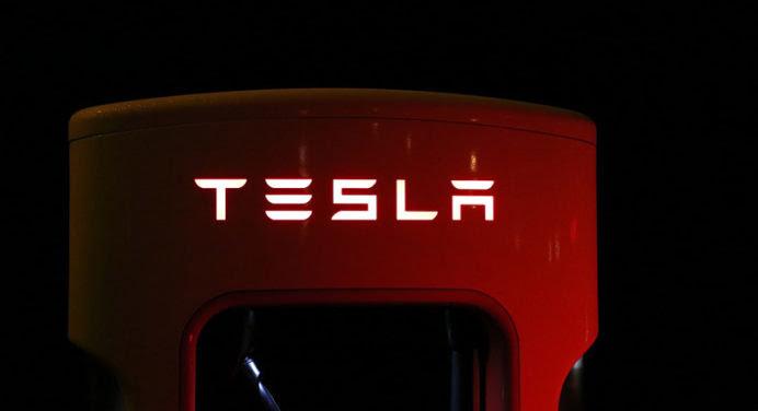 Solar Roof, les nouvelles tuiles de toits révolutionnaires créées par Tesla