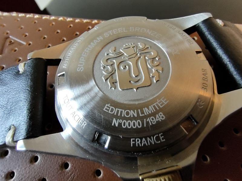 Fond gravé de la montre Yema Superman Heritage