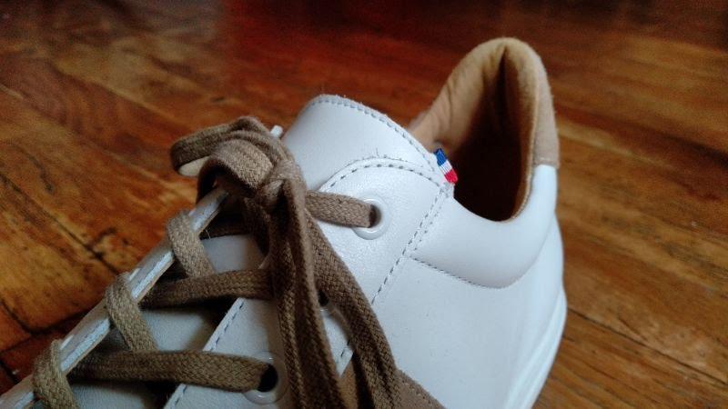 Zoom sur les baskets blanches Jules & Jenn