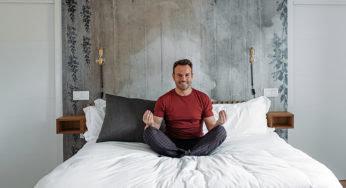 Pyjama, ambiance, etc. : comment rester séduisant en dormant bien ?