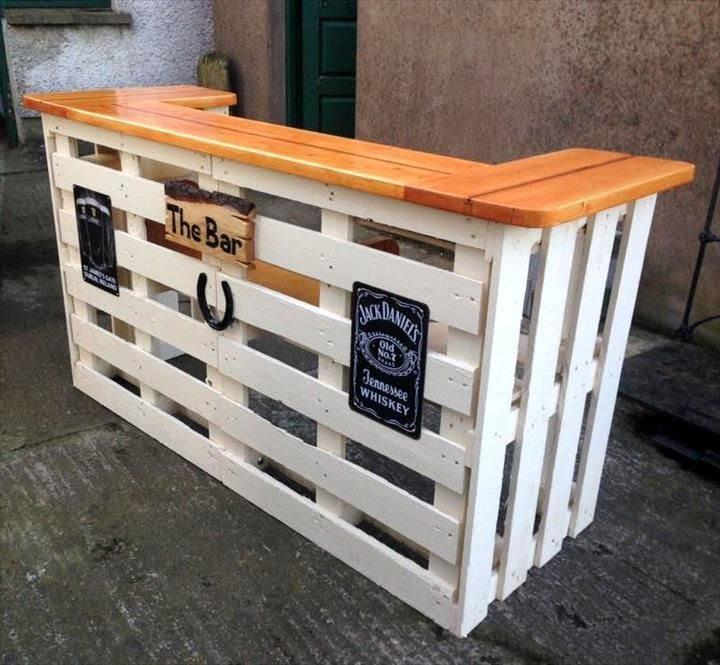 Bar avec des palettes de bois