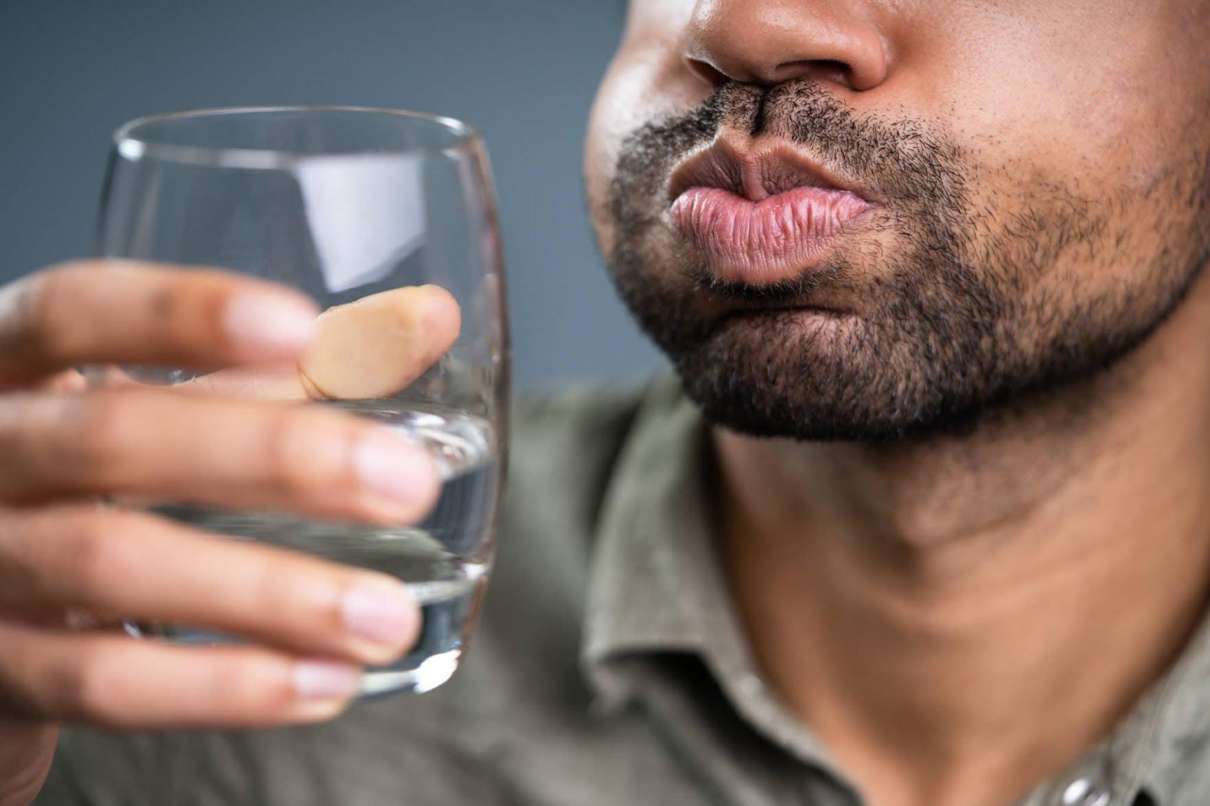 Bien s'hydrater pour éviter la mauvaise haleine