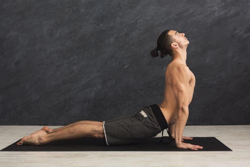Postures de yoga - cobra