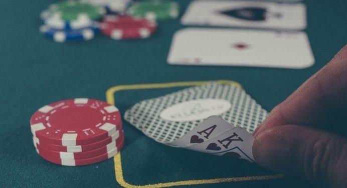 Soirée casino entre amis : comment s'y prendre ?