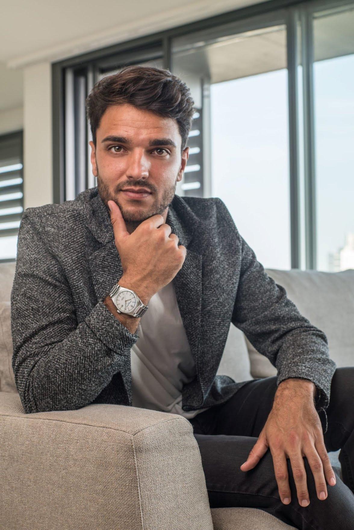 Clément Grenier porte les montres Frédérique Constant