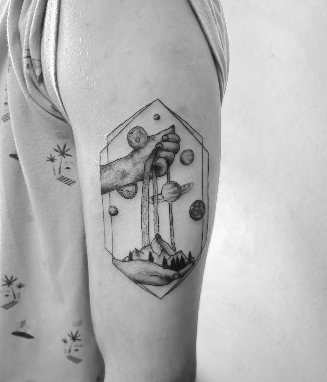 Tendances tatouages 2021 : Le tatouages astronomie