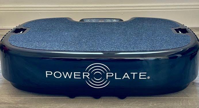 Power Plate : on a testé la plateforme fitness qui vous fait vibrer