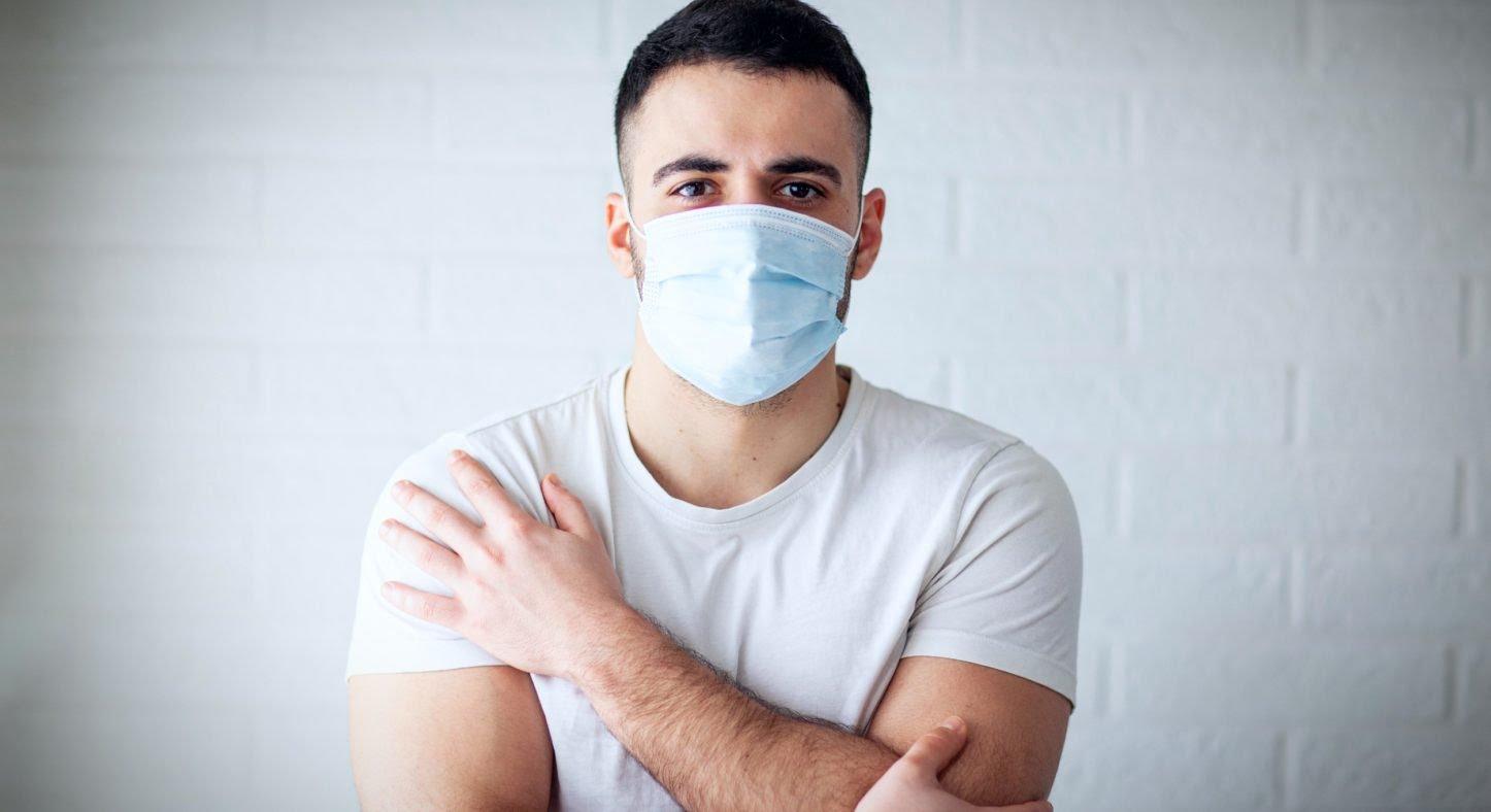 """Maskné : comment en finir avec """"l'acné du masque"""" ?"""