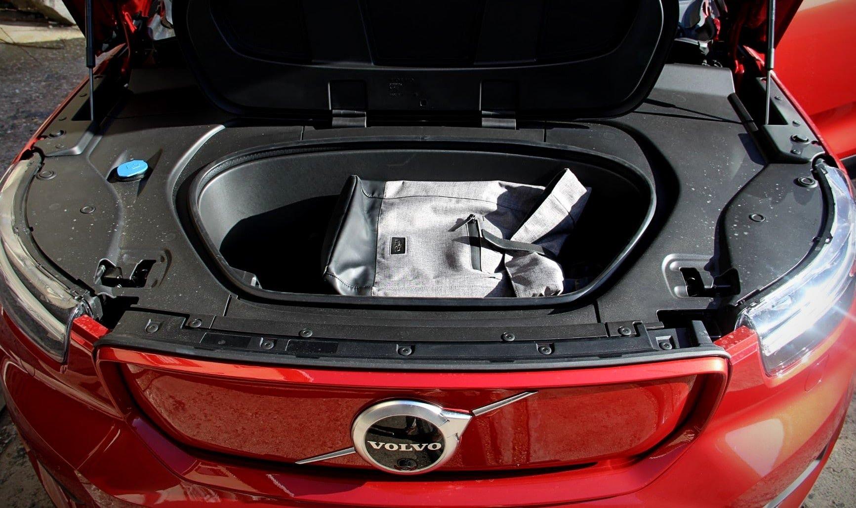 Volvo XC40 Recharge Twin - rangement capot avant