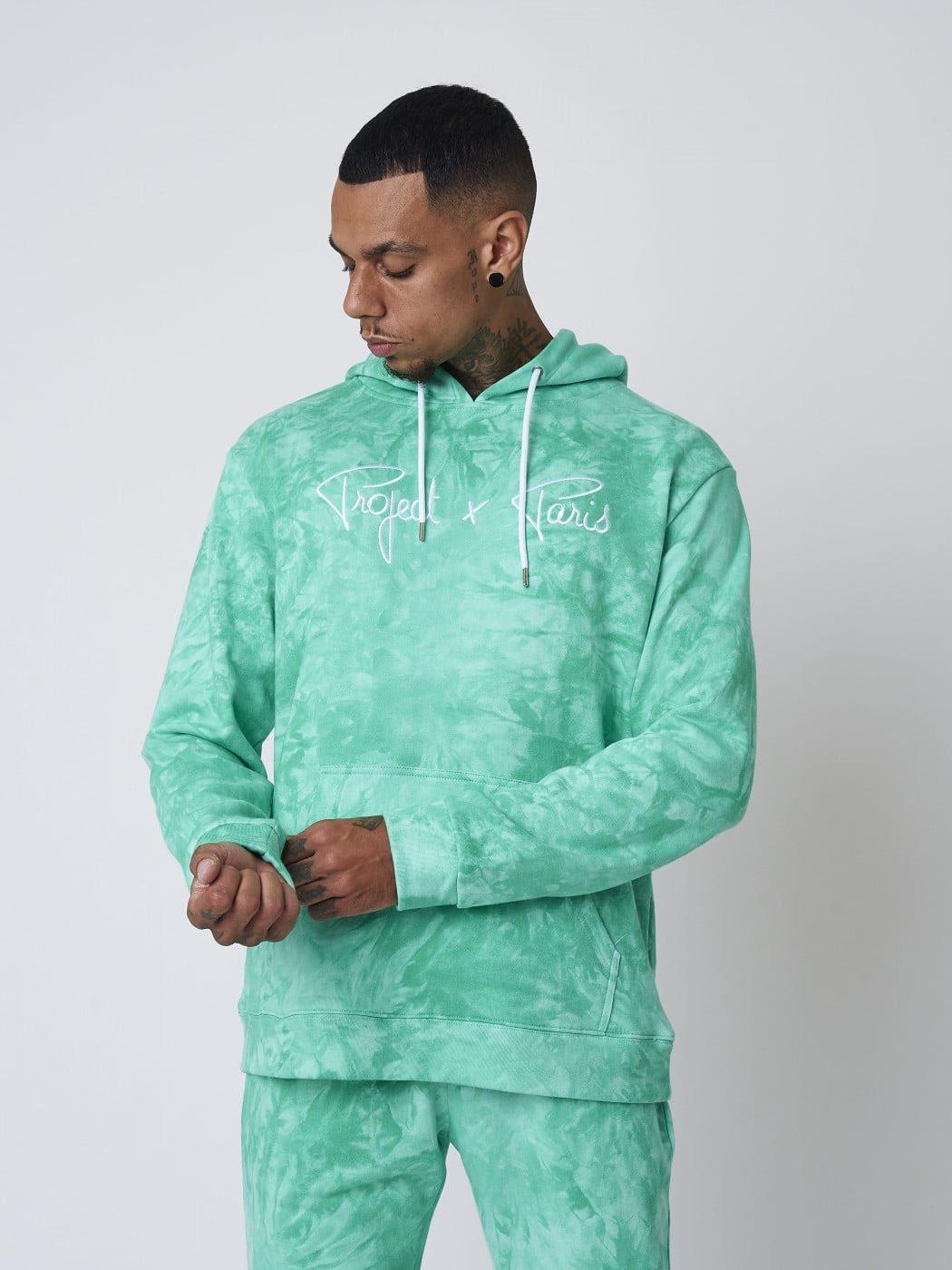 Osez le tie&dye : le fameux hoodie haut en couleurs
