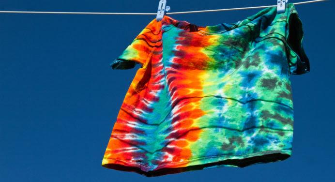 Mode homme : le Tie-Dye revient colorer l'été !