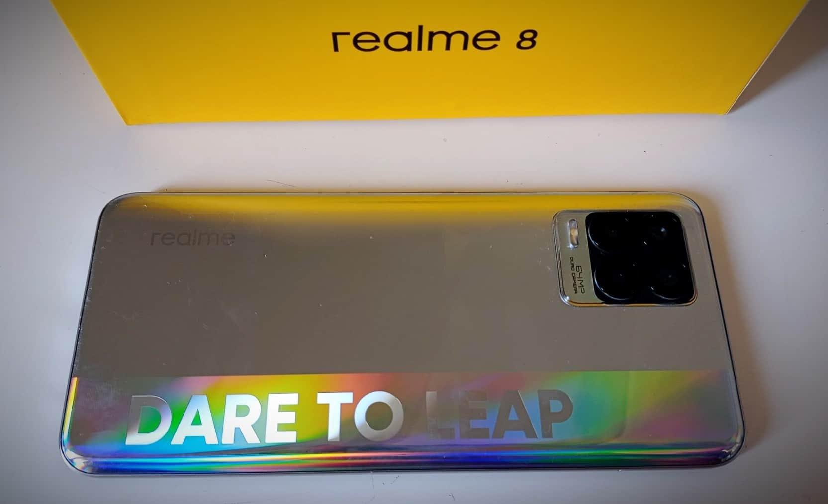 Realme 8 - Dos du smartphone