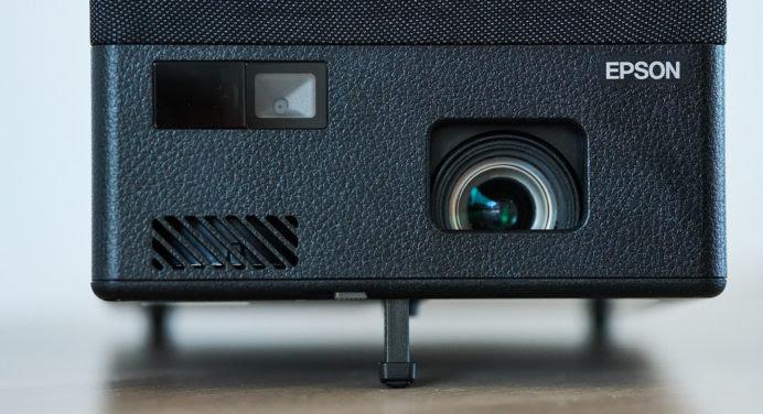 Test Epson EF-12 : un vidéo-projecteur compact polyvalent avec système audio