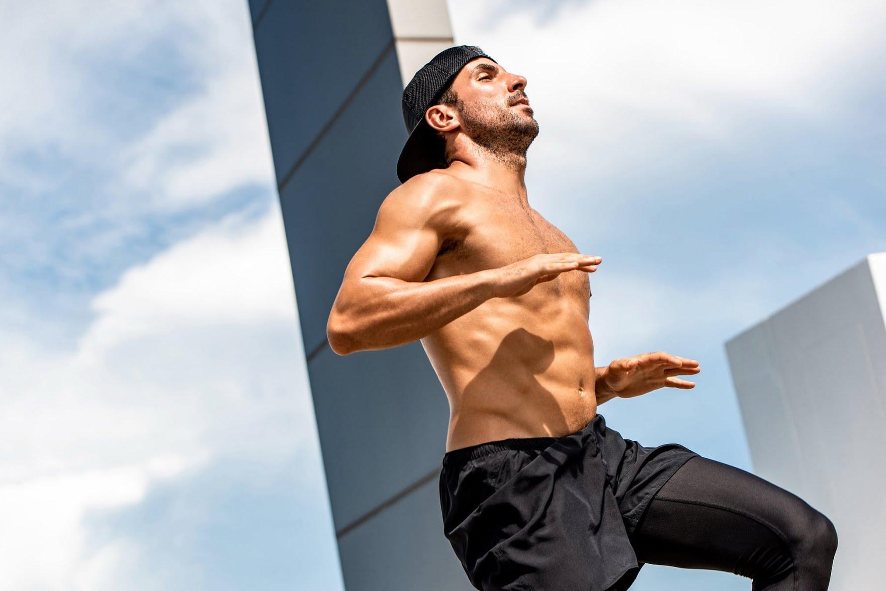 Muscler ses abdos debout - Montée de genoux