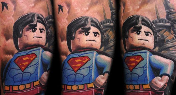 Cet homme réalise d'incroyables tatouages Lego