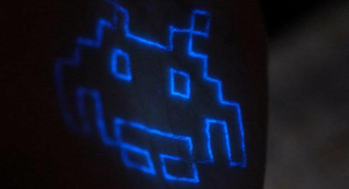 10 photos de tatouages phosphorescents