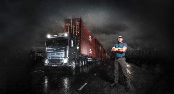 Ce que réussit à faire ce camion est extraordinaire !