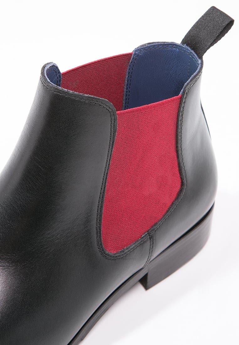 On reconnaît les Chelsea Boots à l'étoffe élastique sur le côté de la chaussure
