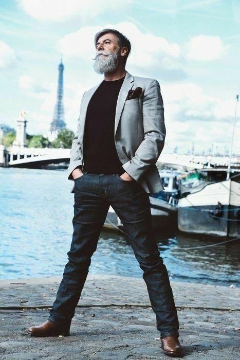 Un beau blazer et un beau jean pour un look chic décontracté