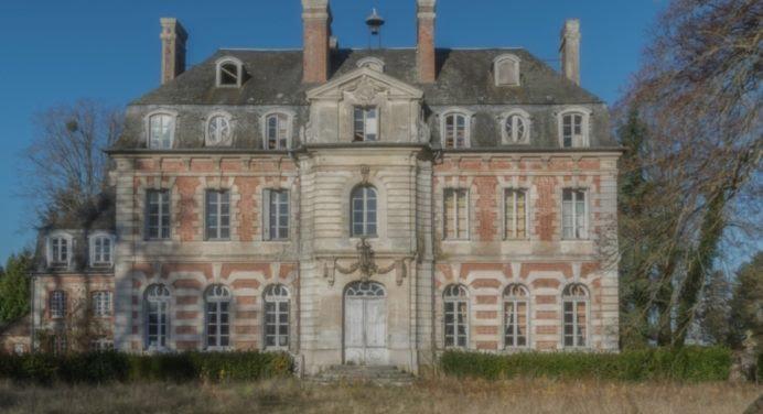 Des photos fascinantes d'un château à l'abandon en Normandie