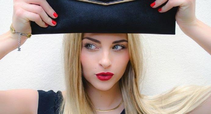 Kelly Vedovelli, le nouveau visage sexy de TPMP