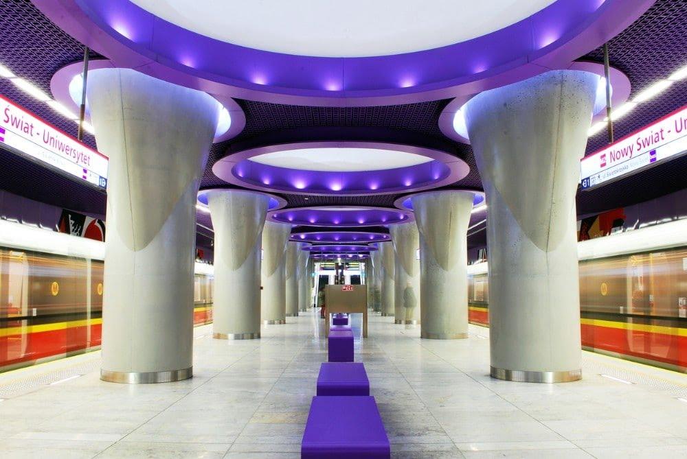 Métro de Varsovie, Nowy Swiat - Uniwersytet
