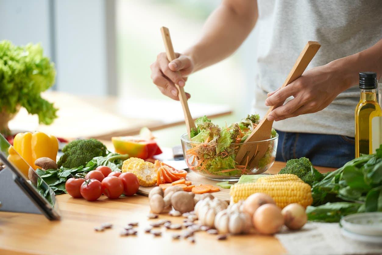 Une alimentation variée et équilibrée aide à garder la ligne