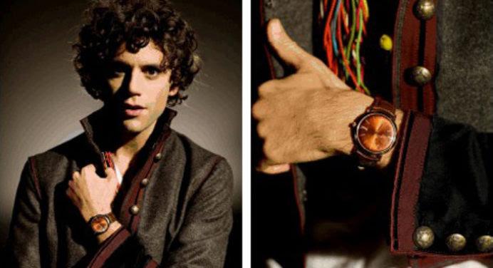 Mika a les montres Piaget à sa main